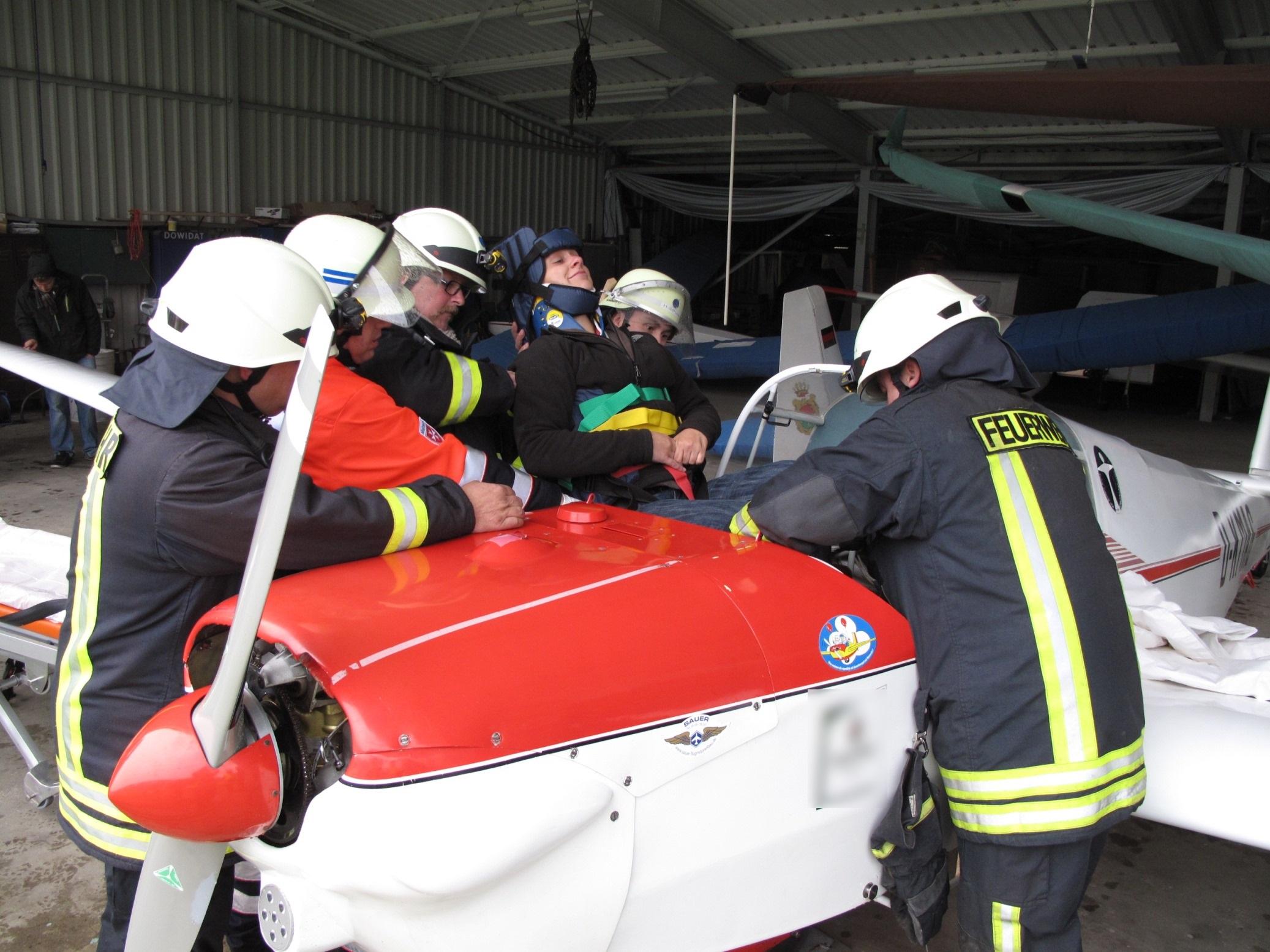 Die Feuerwehr der Stadt Arnsberg stellt ihre Schlagkraft in Groß-Übung unter Beweis