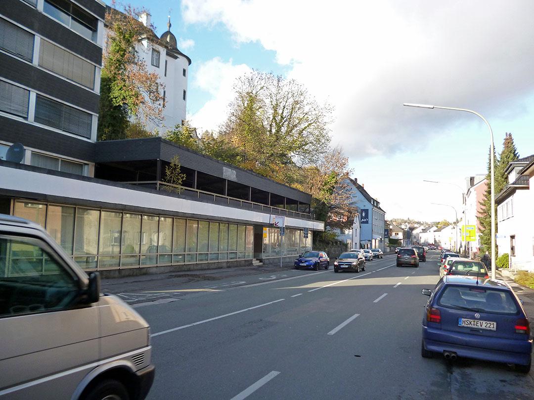 Zeitgleich mit dem Umbau der Ruhrstraße soll im Frühjahr 2014 auch der Abriss des Bank-Gebäudes und das Abtragen des hands für die Museumserweiterung beginnen. (Foto: oskar Eichhorst)