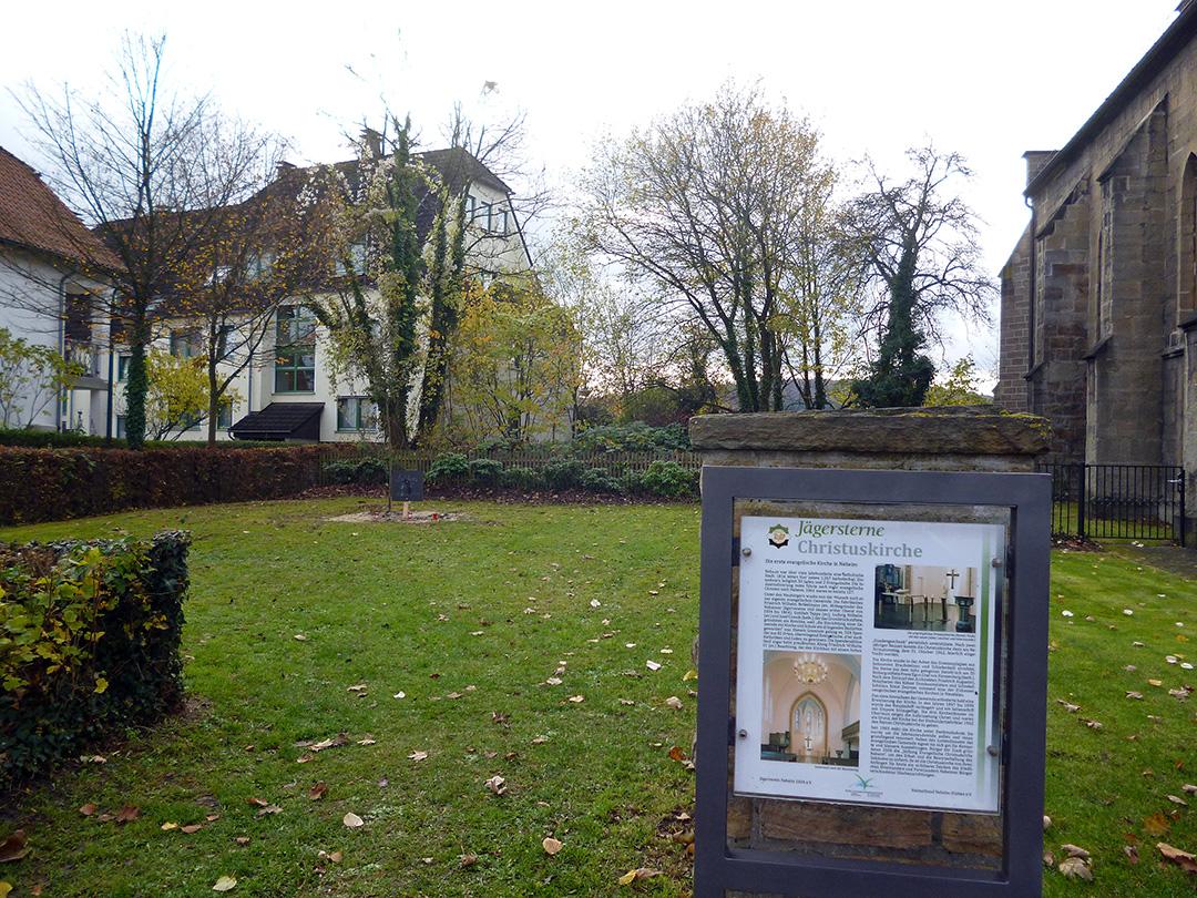 Der Kirchgarten der 150-jährigen Christuskirche am Gransauplatz war als bauplatz eines neuen Gemeindehauses vorgesehen. der Entscheidungsprozess ist jetzt aber vorerst ausgesetzt. (Foto: oe)