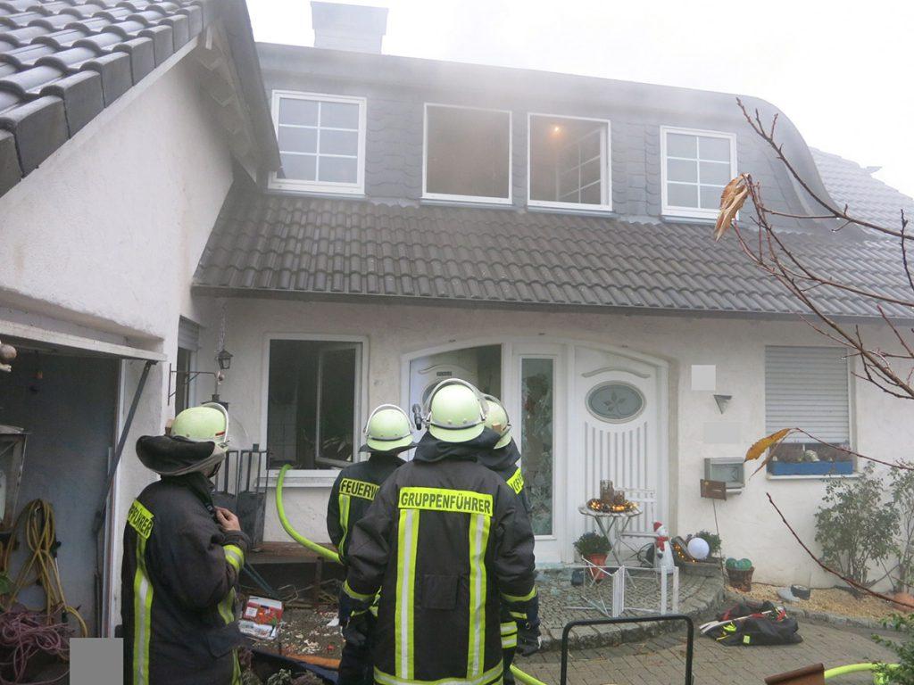 Wohnhausbrand in Arnsberg-Wennigloh (Foto: Freiwillige Feuerwehr Arnsberg)
