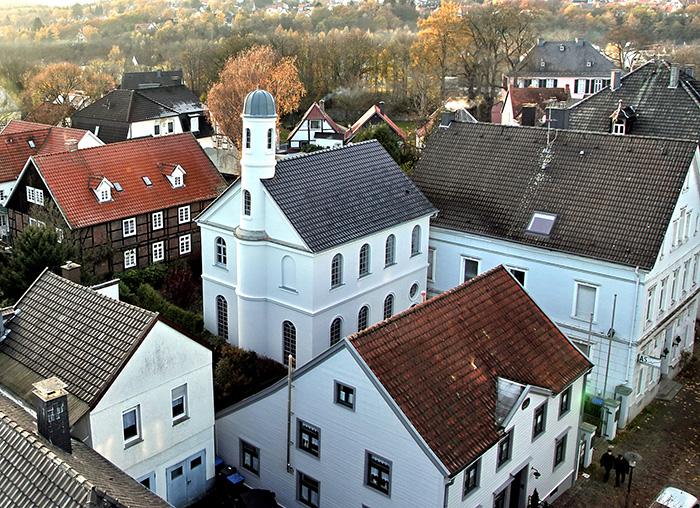 Das Haus der Neheimer Jäger, fotografiert von Kompaniechef Dieter meth aus 23 Metern Höhe. Mehr Bilder auf der Webseite des Jägervereins.