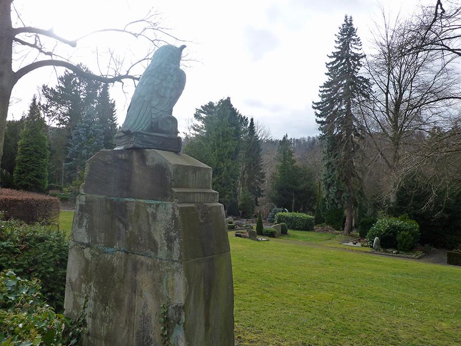 Der Eichholzfriedhof bietet zahlreiche kulturhistorisch bedeutsame Grabdenkmäler, aber auch immer mehr Rasenflächen. (Foto: oe)
