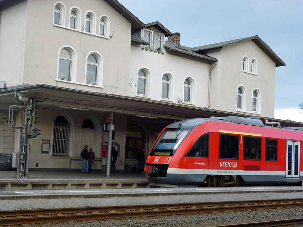 Die Bahn startet bereits in diesem Jahr mit ihrer Modernisierungsoffensive am Bahnhof Neheim-Hüsten. (Foto: oe)