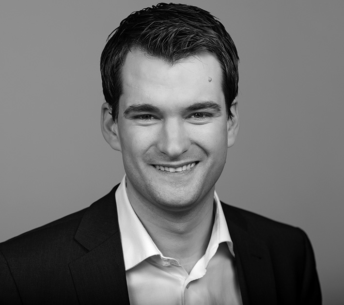 Christain Vogel kommt zum Rollmopsessen der Arnsberger FDP. (Foto: FDP)