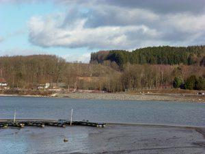 Blick auf die neu gewonnene Gastronomiefläche vom anderen Ufer des Vorbeckens. (Foto: oe)
