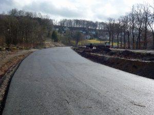 Die fast fertige Verschwenkung der Uferstraße kann bald weitergebaut werden. (Foto: oe)