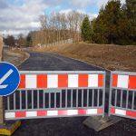 An der Landstraßenverschwenkung ruhten die Arbeiten bisher wegen des nicht zustande gekommenen Grundstückstauschs. (Foto: oe)