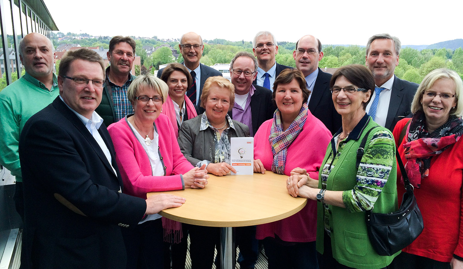 """CDU und Bürgermeisterkandidat Hans-Josef Vogel stellten jetzt ihr """"Mitmach-Wahlprogramm"""" vor: """"Ideen. Leistung. Liebe"""". (Foto: CDU)"""