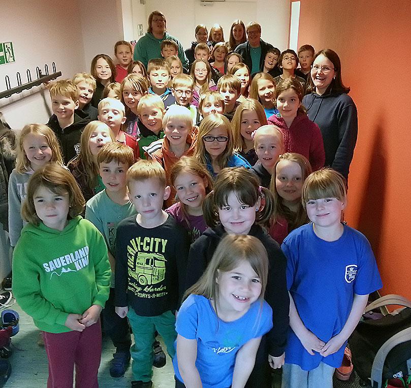 40 Kinder aus dem Schwimmnachwuchs des SV Neptun Neheim-Hüsten verbrachten ein gemeinsames Wochenende in der Heinrich-Knoche-Schule. (Foto: Neptun)