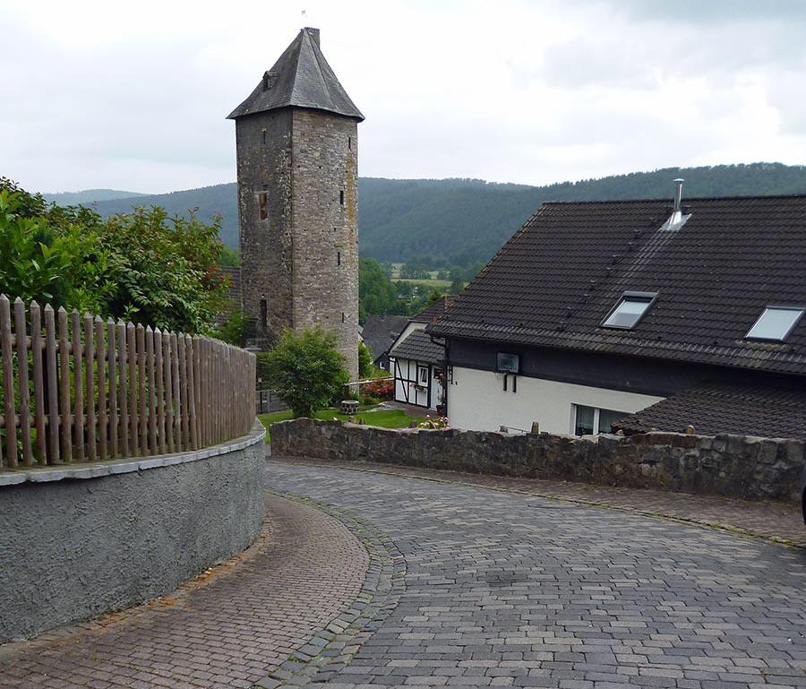 Die Bergstraße zwischen Soester Straße und Lichtturm wird saniert und für fünf Wochen voll gesperrt. (Foto. oe)
