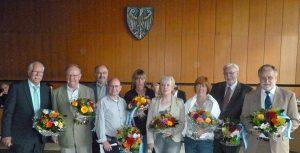 Für die ausgeschiedenen Ratsmitglieder gab es Blumen. (Foto: oe)