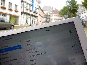Ohne Passwort, Registrierung und Kosten ins Internet - Freifunk macht es zwischen Glockenturm und Neumarkt möglich. (Foto: oe)