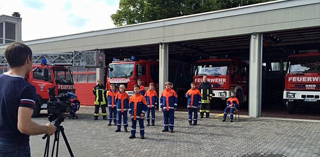 Dirk Hammel filmte die Choreografie der Jugendfeuerwehr vor der Neheimer Wache. (Foto: Feuerwehr Arnsberg)