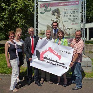 Organisatoren und Sponsoren bei der Vorstellung des Festival-Programms im Arnsberger Kunstsommer. (Foto: oe)