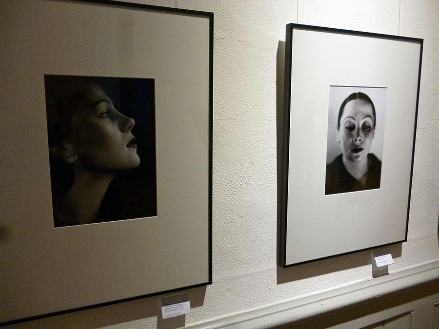 """Eindrucksvolle Modefotografien in der Ausstellung """"40x Yva / 40x Newton"""". (Foto: oe)"""