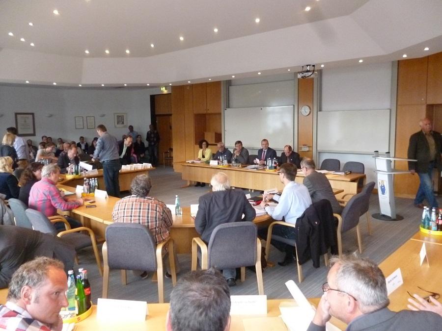 Der Sunderner Rat lehnte in seiner Sondersitzung mit Mehrheit ab, Bürgermeister Lins aufzufordern, sein Amt ruhen zu lassen. (Foto: oe)