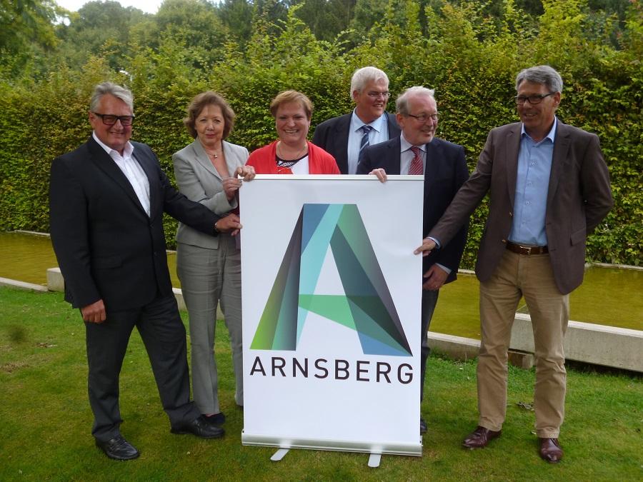 Stellten das neue gesamtstädtische Arnsberg-Logo vor: von links peter Rottler, karin hahn, Angelika Geue, hans-Josef Vogel, Heinz Hahn und Herbert Scheidt (Foto: oe)