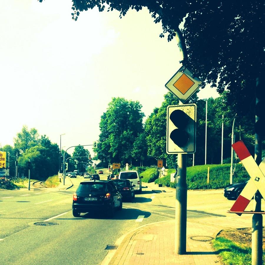 Problemzone am Schwemker Ring. Der vorhandene Signalmast sollte nach Auffassung der CDU für ein zusätzliches Vorsignal genutzt werden. (Foto: CDU)