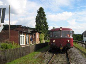 Auf der 114 jahre alten Strecke der Röhrtalbahn - hier der Haltepunkt Stemel - gibt es Personenverkehr seit vielen Jahren nur noch bei gelegentlichen Sonderfahrten. (Foto: Lokale Agenda)