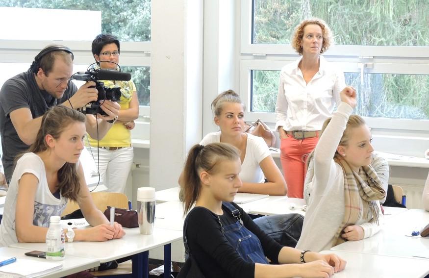 Ein Kamerateam des Senders france 3 drehte jetzt im Berufskolleg am Eichholz in Arnsberg. (Foto: BKAE)