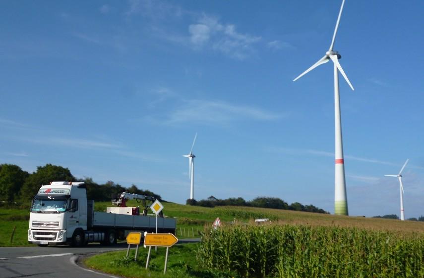 An der Stadtgrenze von Sundern und Arnsberg zwischen Hövel und Holzen stehen bereits einige Windräder. Foto: oe)