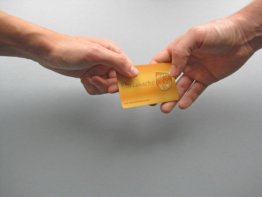 Ehrenamtlich tätige Arnsberger können sich jjetzt wieder für die Ehrenamtskarte NRW bewerben, die manche Vorteile bietet. (Foto: Land NRW)
