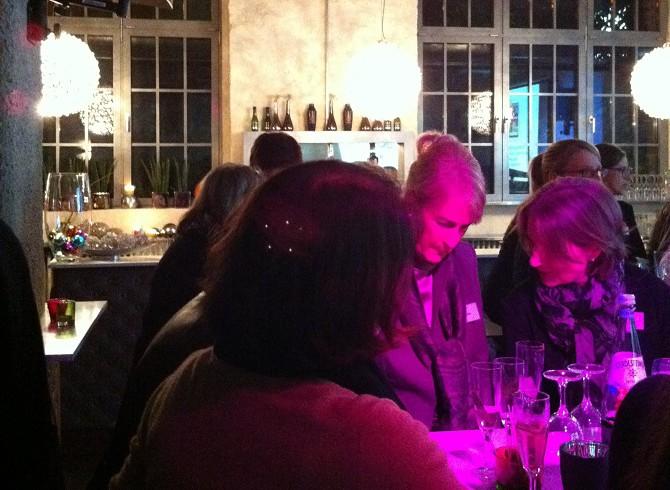 """Der Zonta-Club, der unter anderem das Projekt """"Die Schaukel"""" unterstützt, hatte zum Ladies Dinner geladen. Foto: BAS)"""