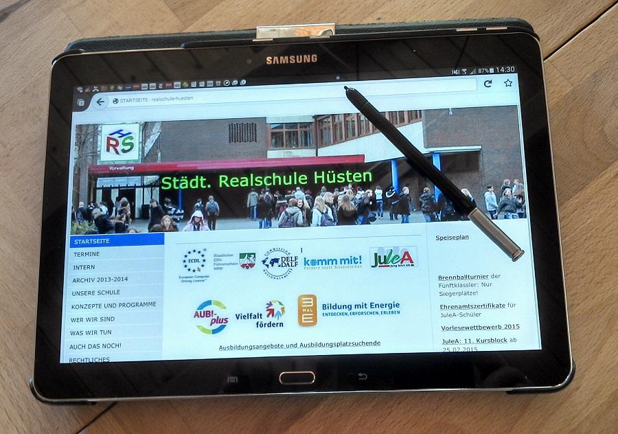 Tabletklassen werden in der Realschule Hüsten vom Pilotprojekt zum Dauerangebot. (Foto: Realschule Hüsten)
