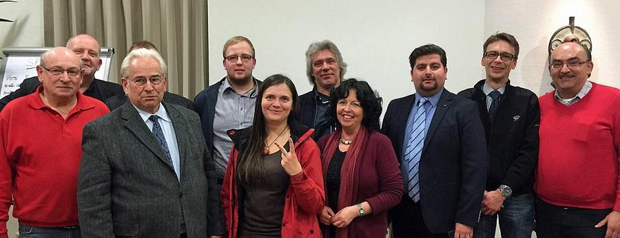 Der neue SPD-Stadtverbandsvorstand mit dem wiedergewählten Vorsitzenden Serhat sarikaya (3. v. r.). (Foto: SPD)