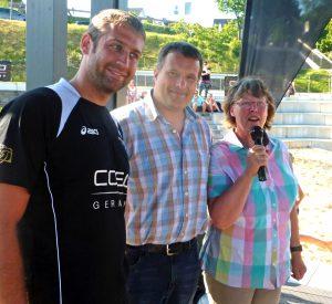 RCS-Vorsitzende Ute Schlecht, Volleyball-Abteilungsleiter Martin Barthel und Trainer Julian Schallow beim saisonauftakt an der langscheider Promenade. (Foto: oe)