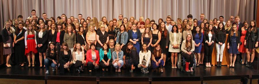 Die erfolgreichen Absolventen der verschiedenen Bildungsgänge am Berufskolleg am Eichholz. (Foto: BKaE)
