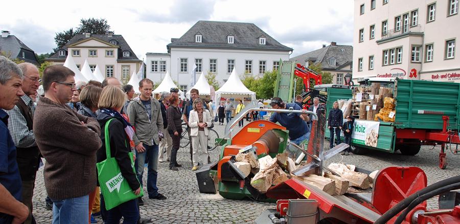 Zum dritten Mal lädt der Arnsberger Holzmarkt auf Neumarkt, Steinweg und Alten Markt ein. (Foto: Stadt Arnsberg)