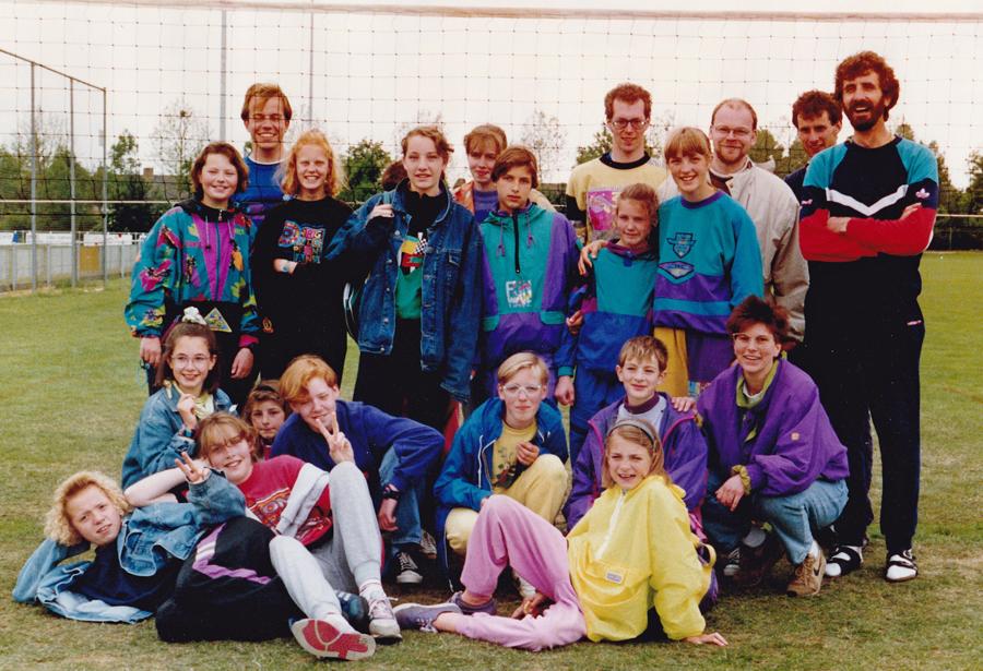 Fast 25 Jahre ist dieses Foto von der ersten Abschlussfahrt der Volleyballer des RCS zum Freiluftturnier nach Holland alt. (Foto: RCS)