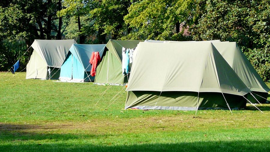 Nach vier Jahrzehnten intensiven Gebrauchs müssen die vier großen Zelte der Arnsberger SGV-Wanderjugend dringend ersetzt werden. (Foto: SGV)
