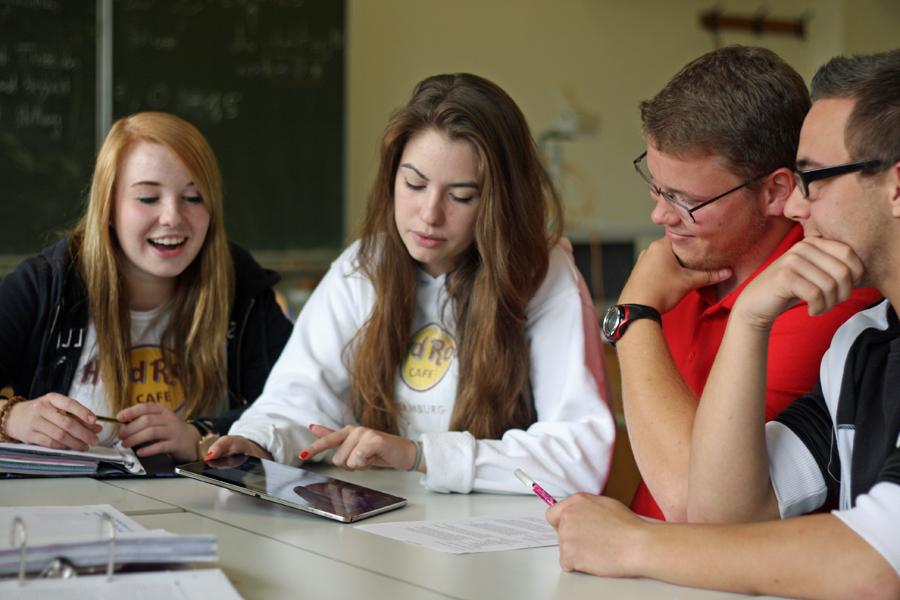 Allein im letzten Schuljahr haben 136 junge Leute ihr Abitur an einem der Berufskollegs des HSK gemacht. (Foto: Berufskolleg)