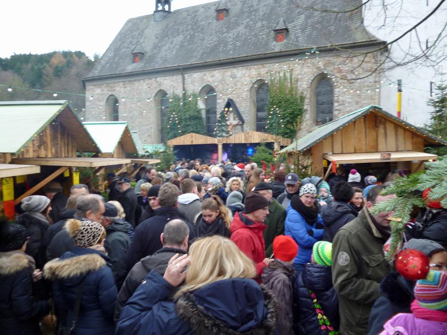 Der Allendorfer Weihnachtsmarkt ist ein Publikumsmagnet. (Foto: oe)