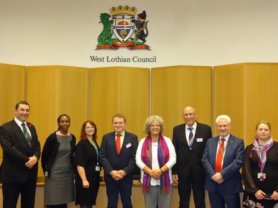 Claudia Brozio (4.v.r.), Werner Roland (3.v.r.) und Wolfgang Meier (4.v.l.) mit den schottischen Partnern aus West Lothian. (Foto: HSK)