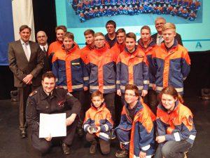Die Delegation der Jugendfeuerwehr nach der Auszeichnung. (Foto: oe)