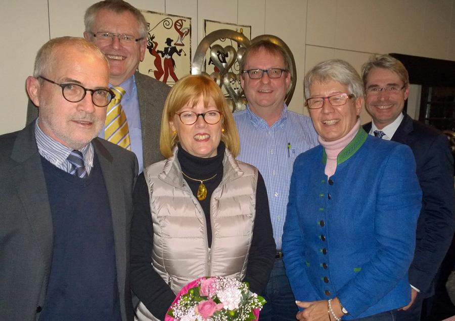 FDP-Parteitag im ratskeller: von links Horst Kloppsteck, Friedhelm Walter, Cornelia Schlotmann, Reinhard Pennekamp, Renate Niemand, Carlo Cronenberg. (Foto: FDP)