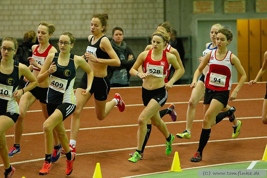 U20-Westfalenmeisterin Julia Altrup (281) im 1500-meter-Lauf. (Foto: Tom Finke)