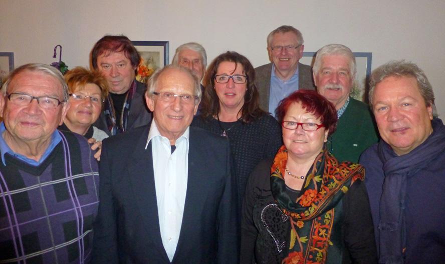 Der Vorstand der Sunderner FDP mit Kreisvorsitzendem Friedhelm Walter und Ehrenvorsitzendem Herbert Laufmöller. (Foto: FDP)