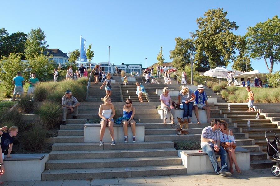 Die Investitionen am Sorpesee - hier die Promenade in Langscheid - haben Sunderns Attraktivität für Touristen gesteigert. (Foto: Stadtmarketing)