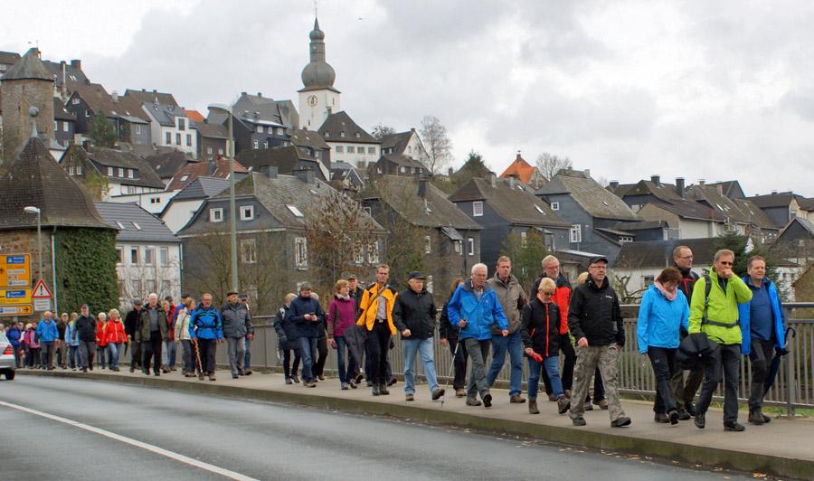 """Die Wanderserie """"Von Hütte zu Hütte"""" der Arnsberger SGV-Abteilingen wird mit der dritten Etappe Bruchhausen - Neheim fortgesetzt. Das Bild entstand auf der zweiten Etappe Arnsberg - Bruchhausen. (Foto: Klaus Peters)"""