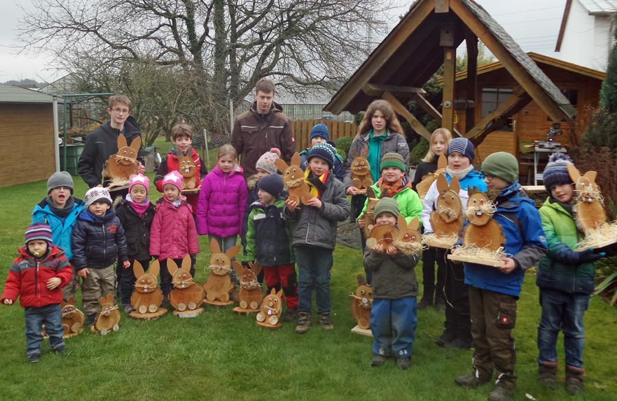 Osterhasenbasteln bei der Jungen Familie des SGV Voßwinkel. (Foto: SGV)