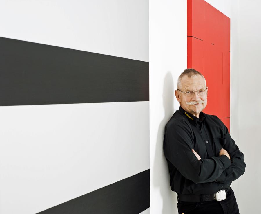 sammler carl-Jürgen schroth vor Werken  von Frank Gerritz & Yves Popet. (Foto: Veranstalter)