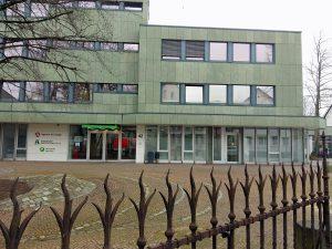 der Integration Point (Erdgeschoss rechts) legt zentral in Neheim und unter einem Dach mit Jobcenter und Arbeitsagentur. (Foto: oe)