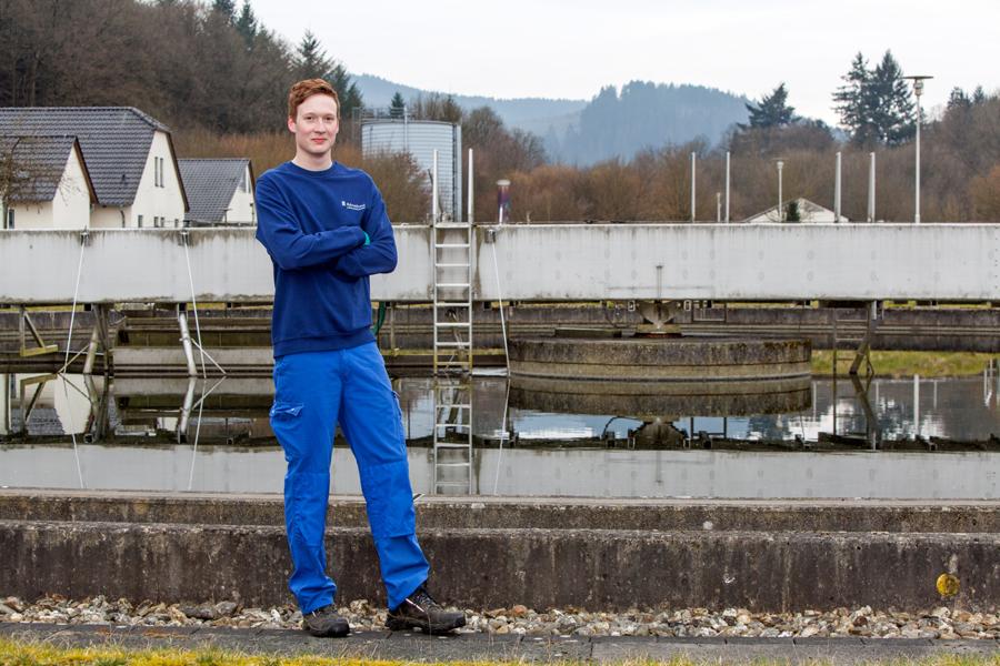 Jan-Luca Feldmann ist Azubi im 3. Lehrjahr und mit seinem abwechslungsreichen Tätigkeitsfeld sehr zufrieden. (Foto: Ruhrverband)
