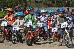 Immer ein Höhepunkt bei mega-Sports: die kleinsten Rennfahrer am Start. (Foto: Mega-Sports)