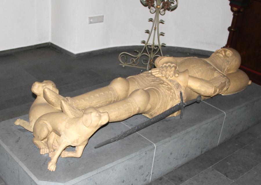 Das Grab des Arnsberger Grafen Gottfried IV. im Kölner Dom. (Foto: Schützenbruderschaft St. Johannes Baptist Neheim 1607 e.V.)