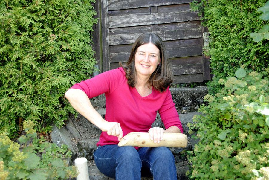 Susanne Thoss bei den Vorbereitungen für die nächsten Workshops.